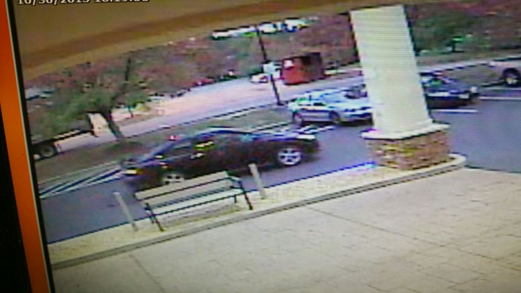 suspect car in theft of credit card information (2)